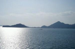寄島園地(左)と青佐山