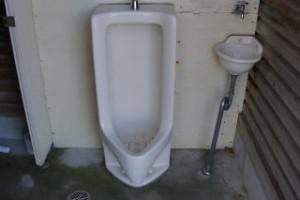 高瀬湖畔キャンプ場トイレ