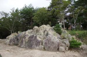 大野山山頂岩石群