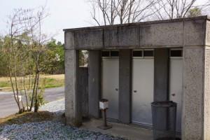 たけべの森キャンプ場温水シャワー棟