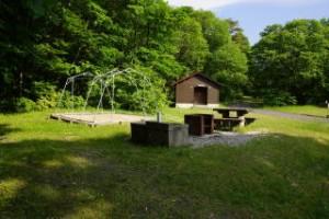 もみのき森林公園キャンプ場常設サイト