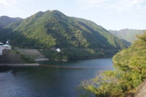 津川ダム湖