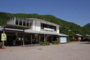 江の川カヌー公園さくぎ 管理棟 レストラン・売店・トイレ・シャワー室