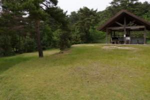 琵琶ヶ池「いこいの森」キャンプ場 キャンプサイト・炊事棟