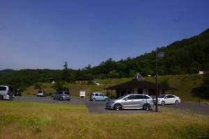 香六ダム公園キャンプ場 駐車場・管理棟