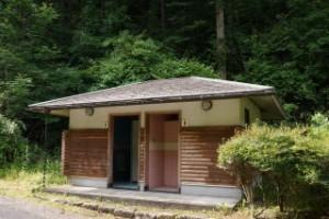 龍頭峡交流の森キャンプ場 トイレ棟