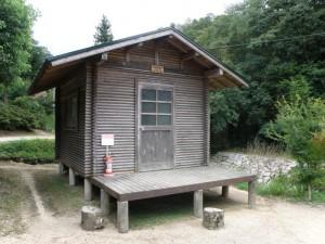柏原渓谷キャンプ場 バンガロー