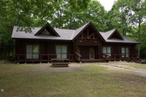 休暇村「帝釈峡」くぬぎの森オートキャンプ場 ログキャビン