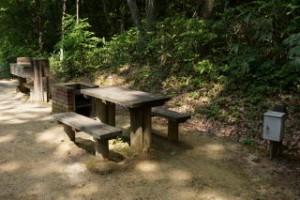 魅惑の里 流し台 野外炉 ベンチ テーブル 電源