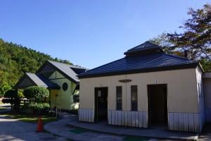 三田市野外活動センター トイレ棟