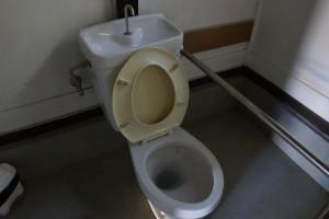 伊丹野外活動センター 山小屋トイレ (2)