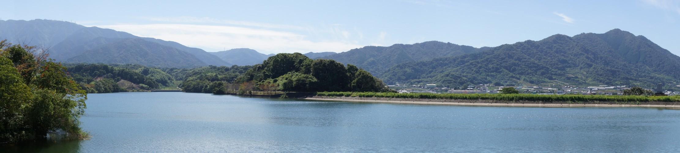 雲辺寺・高尾山(手前)・大谷山from萩の丘公園